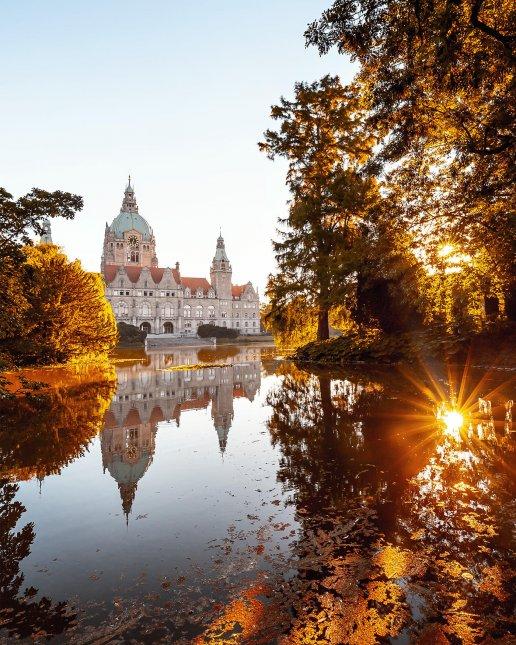 Neues Rathaus im Herbst