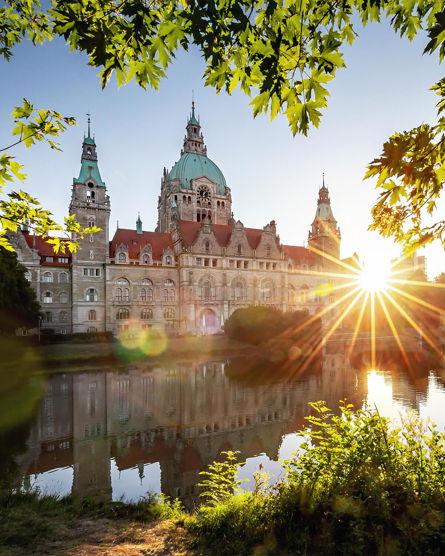 Neues Rathaus in Hannover zum Sonnenaufgang