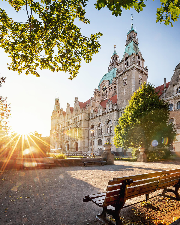 Neues Rathaus in Hannover im Maschpark zum Sonnenuntergang