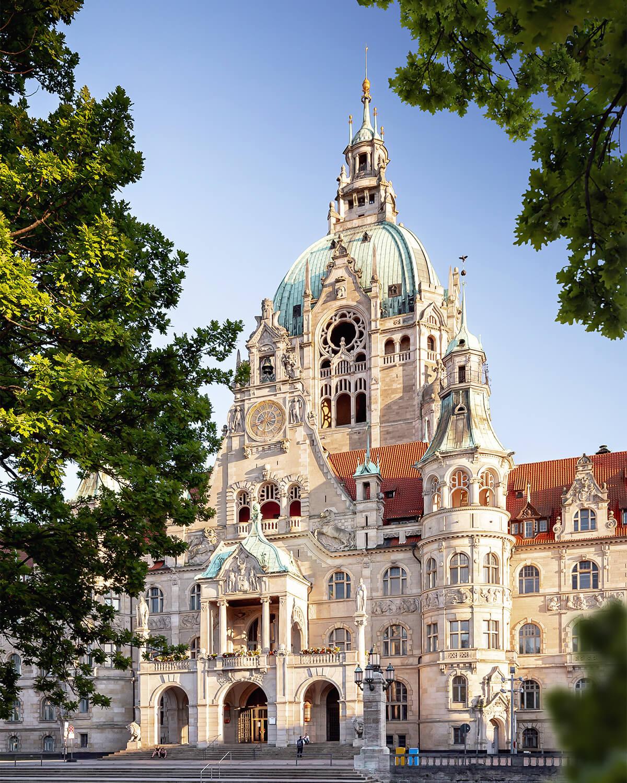 Neues Rathaus in Hannover zum Sonnenuntergang