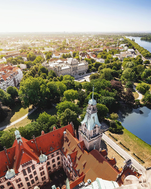 Blick vom Neuen Rathaus auf die Südstadt sowie auf den Maschsee und Maschpark in Hannover