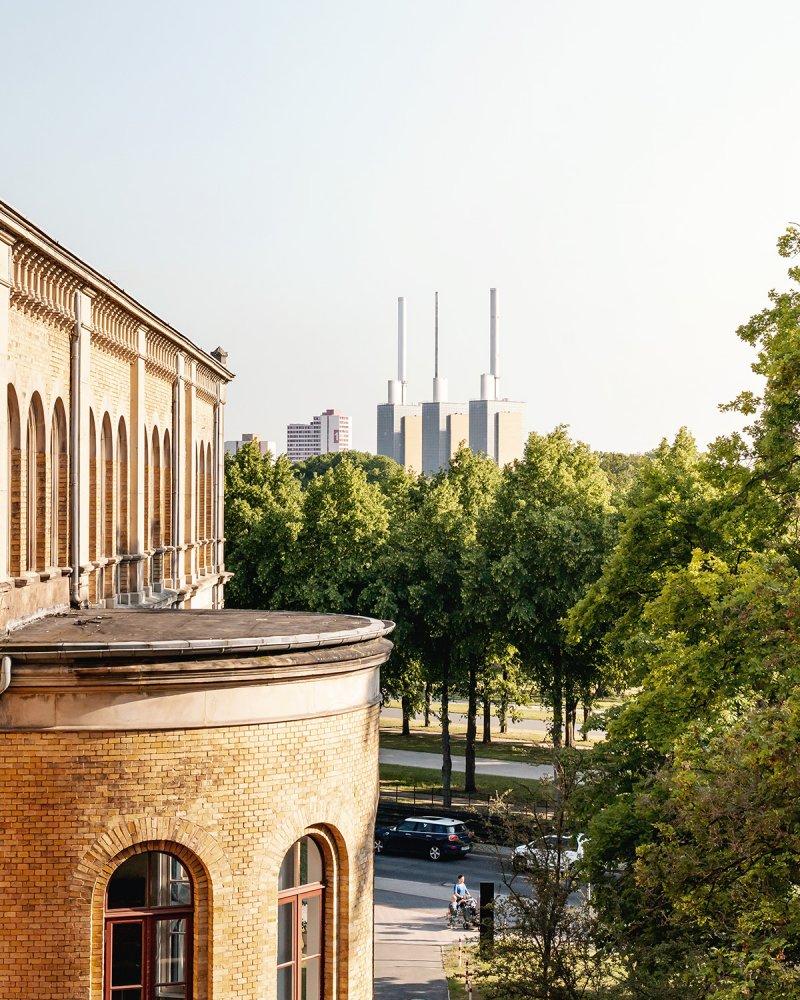 Drei warme Brüder und Leibniz-Universität Hannover