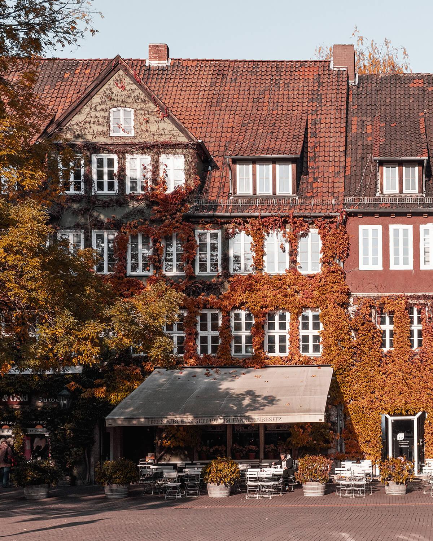 Ballhofplatz in der Altstadt von Hannover im Herbst