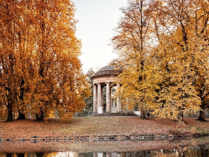 Herrenhäuser Gärten Hannover und Leibniztempel im Herbst