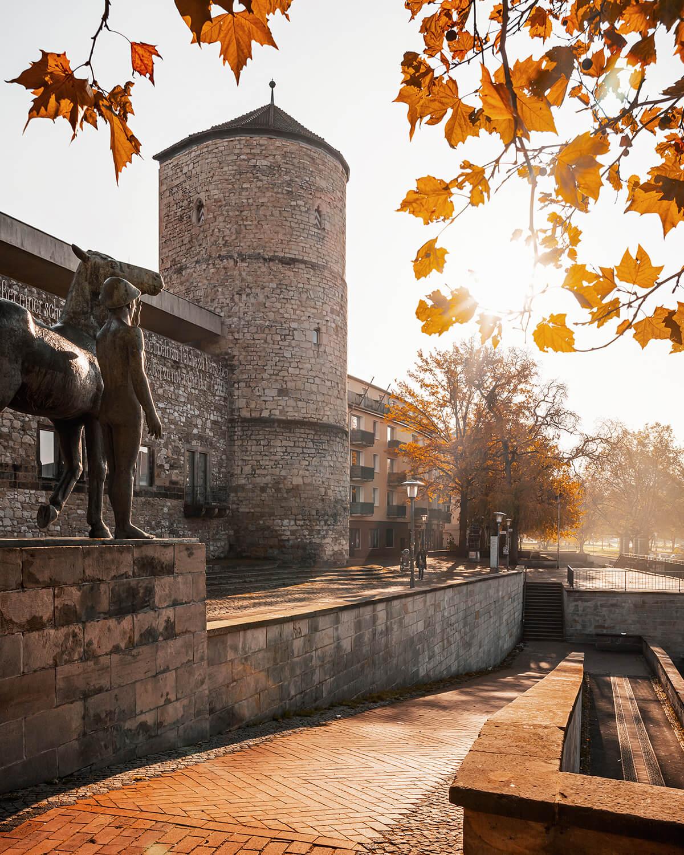 Beginenturm am Hohen Ufer in der Altstadt von Hannover im Herbst