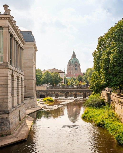 Das neue Rathaus, gesehen vom Hohen Ufer in der Altstadt